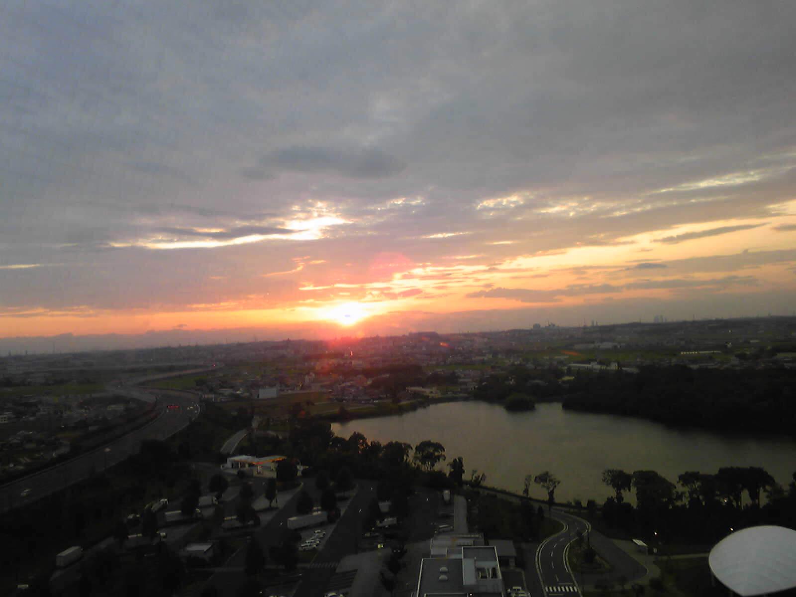 高いトコから夕日…